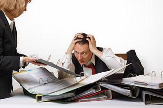 Die Arbeitsbelastung sorgt für Stress bei der Arbeit, wie der Stressreport 2012 zeigt